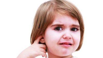 Пищене в лявото ухо
